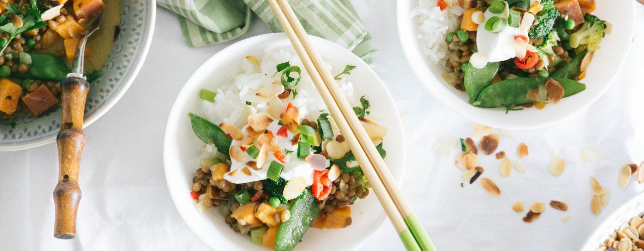 Groene curry met linzen en groene groenten