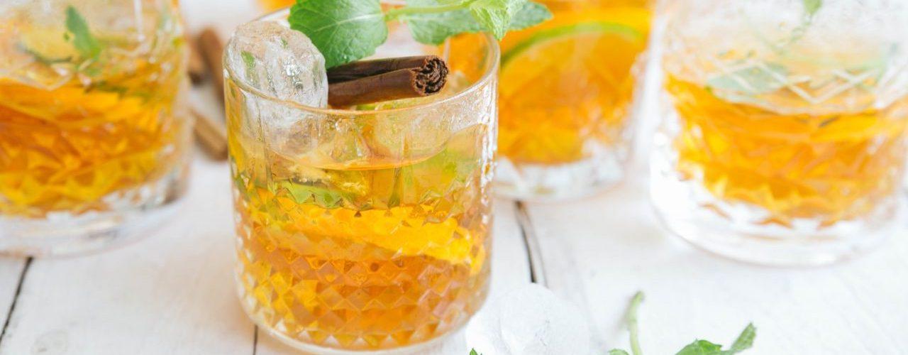 IJsthee met sinaasappel en munt