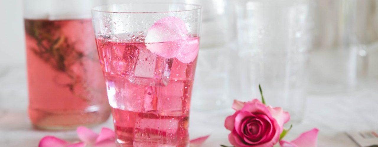 IJsthee rozenwater en ahornsiroop