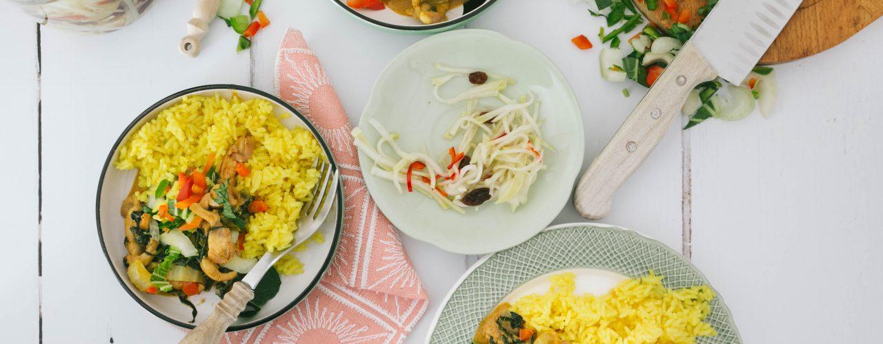 Paniki met nasi lemak en atjar van witte kool