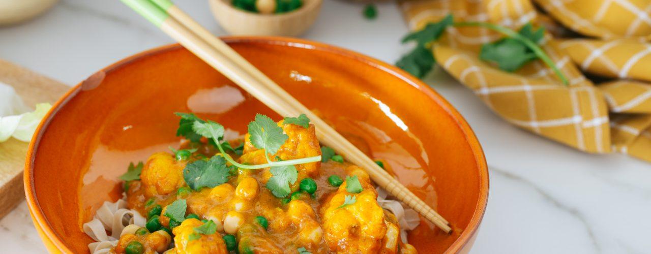 Snelle Thaise Gele Curry met Bloemkool, kikkererwten en doperwten