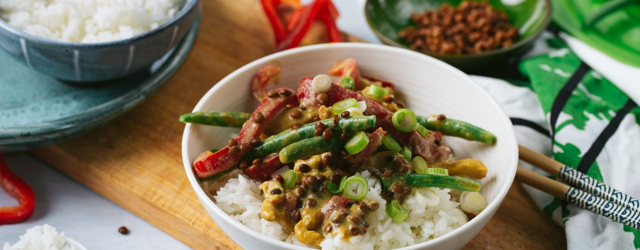Fairtrade Original - Recept Thaise groene curry met paprika, linzen en sperziebonen